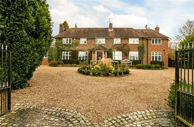 Guide Price £2,495,000, 5 Bedroom Detached House For Sale in Berkhamsted, HP4