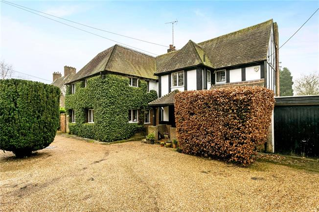 Guide Price £1,685,000, 5 Bedroom Detached House For Sale in Amersham, HP6