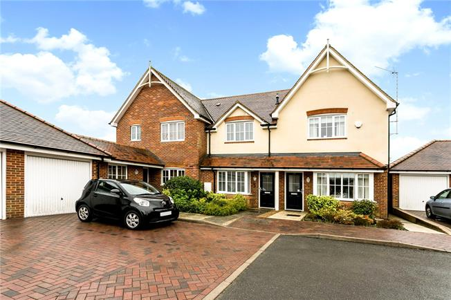 Guide Price £500,000, 2 Bedroom Terraced House For Sale in Amersham, HP6