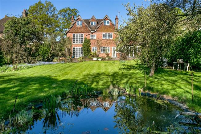 Guide Price £1,675,000, 6 Bedroom Detached House For Sale in Amersham, HP6