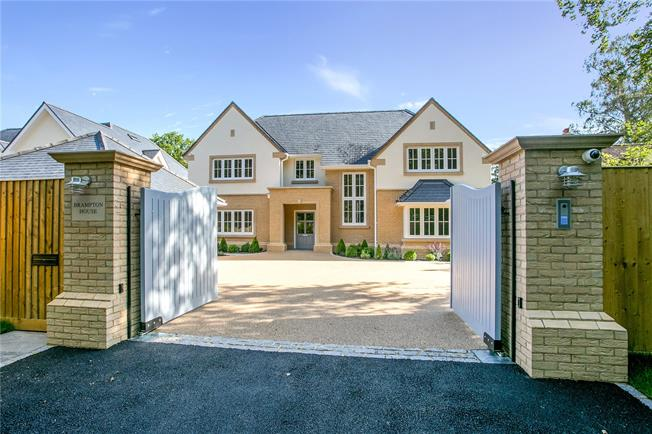 Guide Price £2,500,000, 6 Bedroom Detached House For Sale in Buckinghamshire, HP8