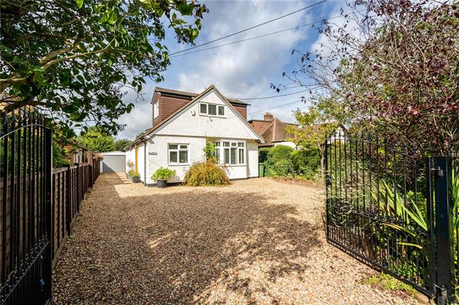Guide Price £830,000, 5 Bedroom Detached House For Sale in Chesham, HP5