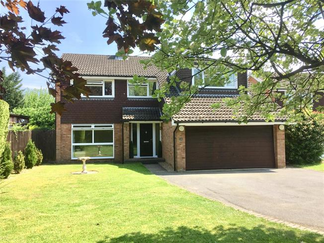 Guide Price £775,000, 4 Bedroom Detached House For Sale in Hyde Heath, HP6