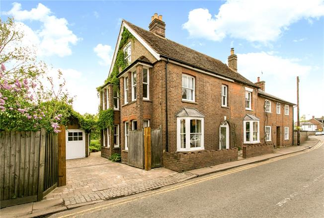 Guide Price £750,000, 5 Bedroom Semi Detached House For Sale in Chesham, HP5