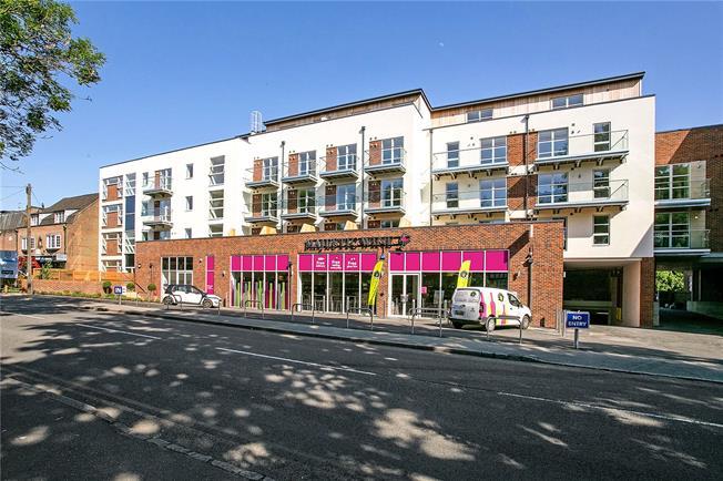 Asking Price £425,000, 2 Bedroom Flat For Sale in Amersham, HP6