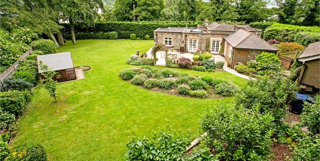Guide Price £775,000, 3 Bedroom Detached House For Sale in Buckinghamshire, HP5