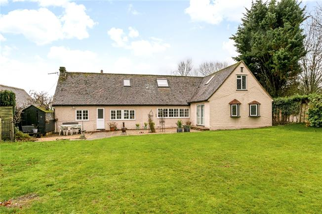 Guide Price £745,000, 4 Bedroom Detached House For Sale in Chartridge, HP5