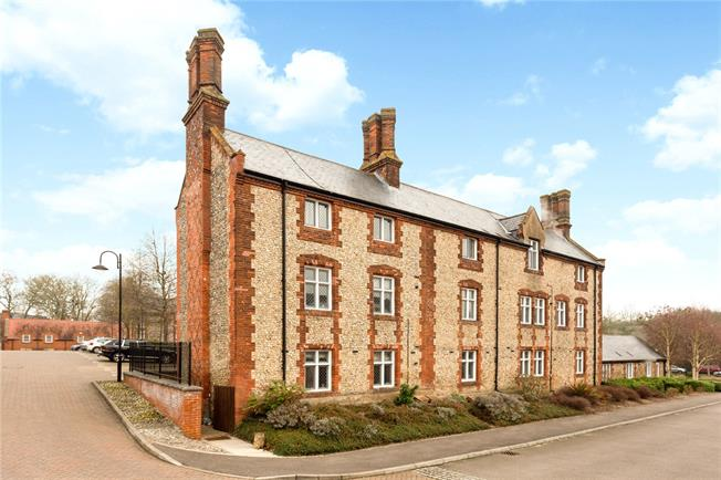 Guide Price £300,000, 1 Bedroom Flat For Sale in Amersham, Buckinghamshire, HP7
