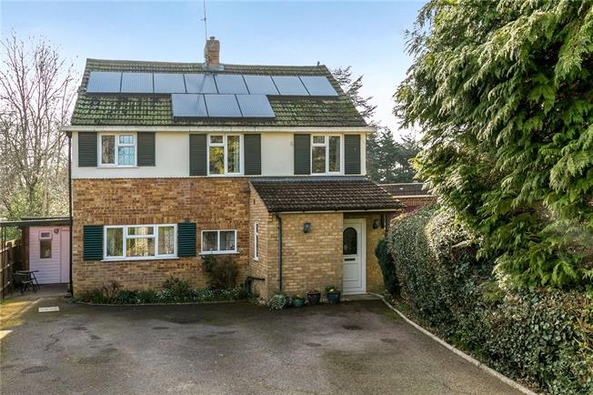 Guide Price £975,000, 5 Bedroom Detached House For Sale in Amersham, HP6