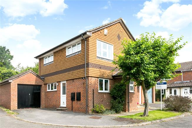 Guide Price £550,000, 3 Bedroom Detached House For Sale in Amersham, HP7
