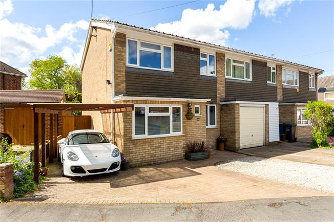 Guide Price £495,000, 3 Bedroom Terraced House For Sale in Amersham, HP7