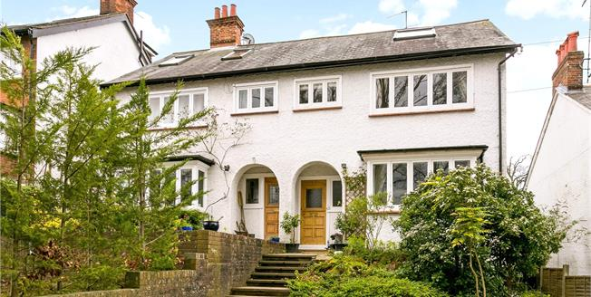 Guide Price £695,000, 5 Bedroom Semi Detached House For Sale in Chesham, HP5
