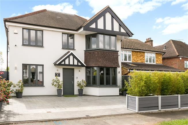 Guide Price £1,350,000, 4 Bedroom Detached House For Sale in Buckinghamshire, HP7