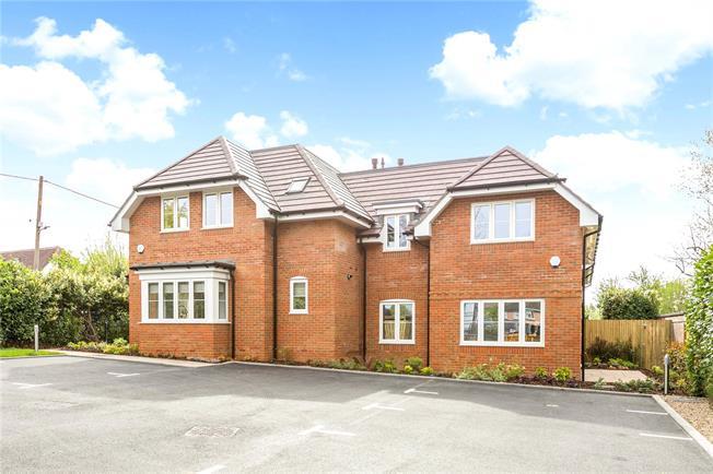 Asking Price £340,000, 2 Bedroom Flat For Sale in Chesham, Buckinghamshire, HP5