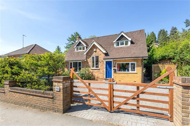 Guide Price £725,000, 3 Bedroom Detached House For Sale in Buckinghamshire, HP7
