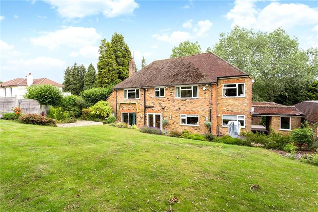 Guide Price £1,395,000, 5 Bedroom Detached House For Sale in Amersham, HP7