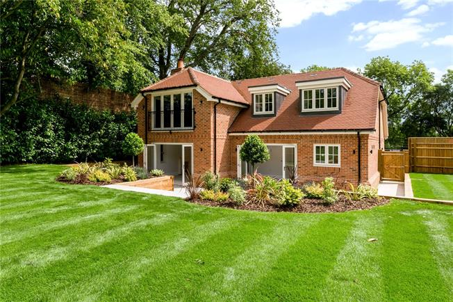 Guide Price £1,375,000, 4 Bedroom Detached House For Sale in Buckinghamshire, HP7