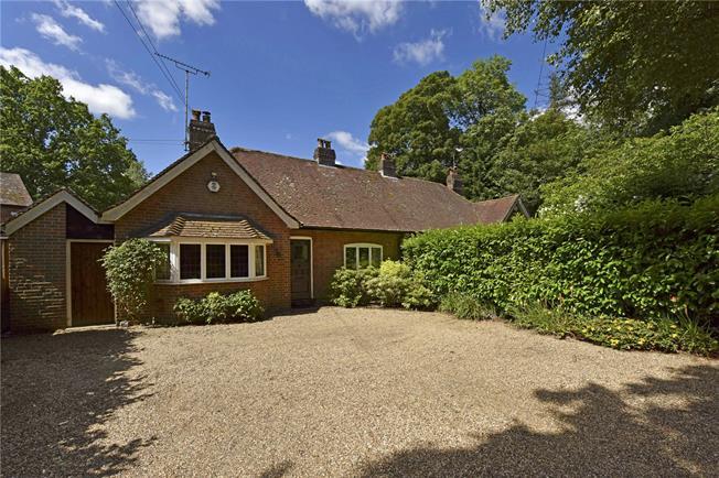 Asking Price £500,000, 2 Bedroom Bungalow For Sale in Amersham, Buckinghamshire, HP7