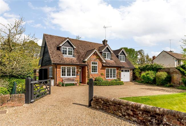 Guide Price £1,295,000, 4 Bedroom Detached House For Sale in Buckinghamshire, HP7