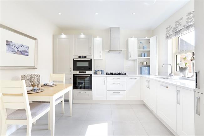 Asking Price £750,000, 3 Bedroom Semi Detached House For Sale in Hertfordshire, HP4