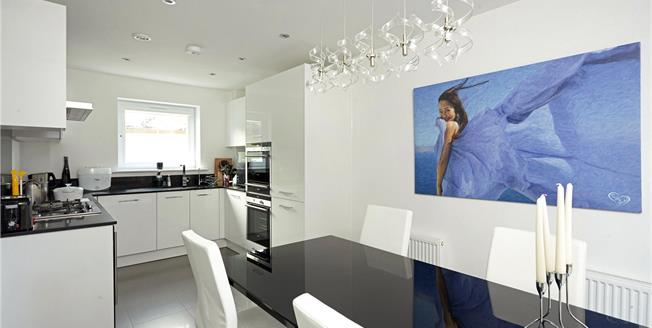 Guide Price £600,000, 5 Bedroom Semi Detached House For Sale in Dunton Green, TN14
