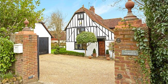 Guide Price £995,000, 4 Bedroom Detached House For Sale in Tonbridge, TN9