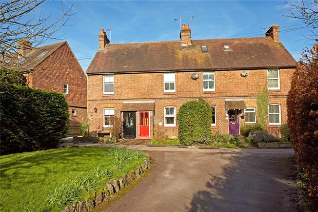 Guide Price £320,000, 2 Bedroom Terraced House For Sale in Dunton Green, TN13