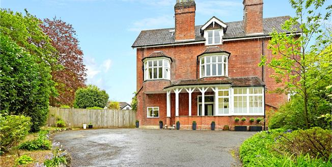 Guide Price £550,000, 2 Bedroom Flat For Sale in Sevenoaks, TN13