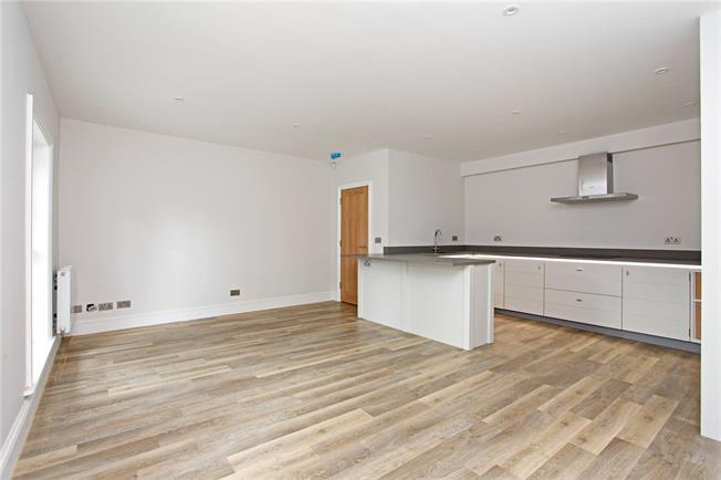 Guide Price £399,999, 2 Bedroom Flat For Sale in Westerham, TN16