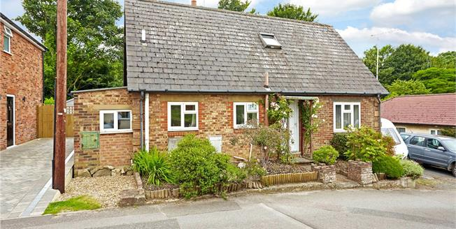 Guide Price £400,000, 3 Bedroom Detached House For Sale in Kent, TN13