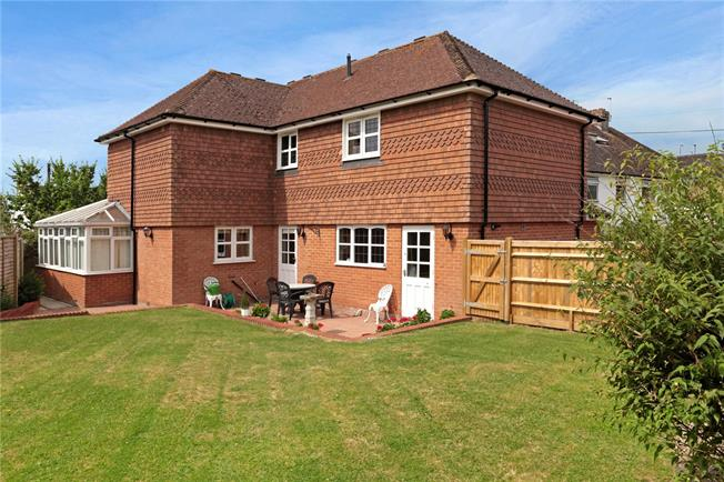 Guide Price £599,999, 4 Bedroom Detached House For Sale in Tonbridge, TN10