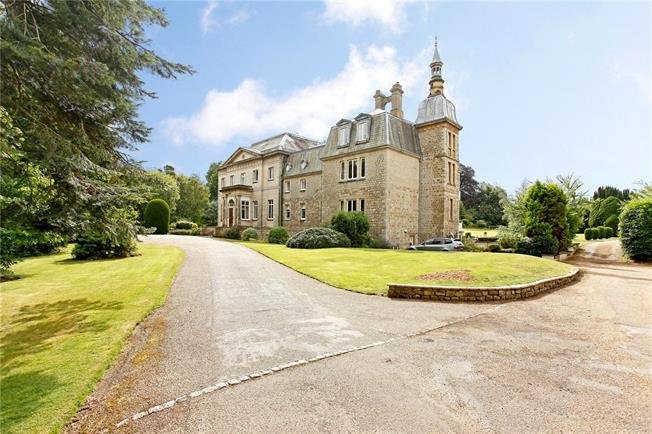Guide Price £595,000, 3 Bedroom Flat For Sale in Brasted, Westerham, Kent, TN16
