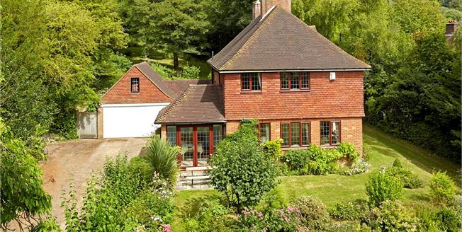 Guide Price £895,000, 4 Bedroom Detached House For Sale in Sevenoaks, TN15
