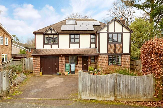 Guide Price £895,000, 5 Bedroom Detached House For Sale in Sevenoaks, TN13