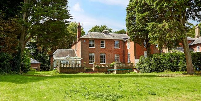 Guide Price £875,000, 4 Bedroom Town House For Sale in Sevenoaks, Kent, TN15