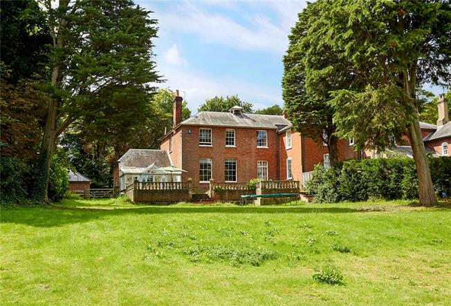 Guide Price £775,000, 4 Bedroom Town House For Sale in Sevenoaks, Kent, TN15