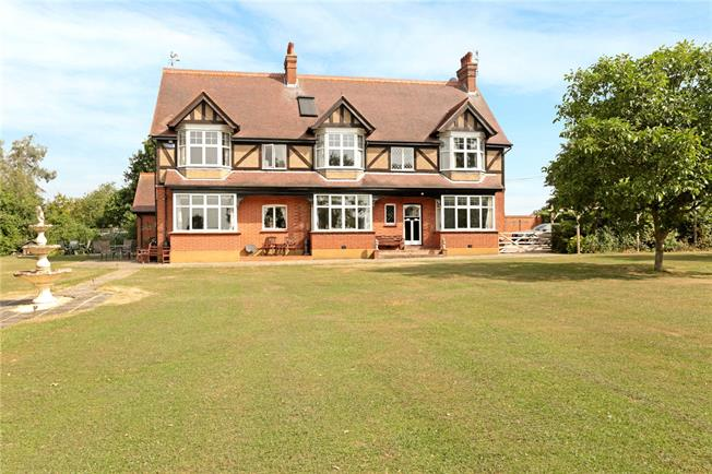 Guide Price £1,375,000, 5 Bedroom Detached House For Sale in Hadlow, TN11