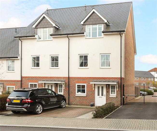 Asking Price £525,000, 3 Bedroom End of Terrace House For Sale in Dunton Green, TN14