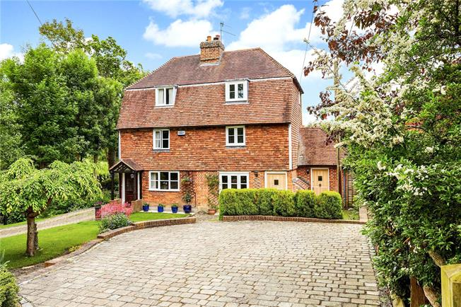 Guide Price £450,000, 2 Bedroom Semi Detached House For Sale in Weald, TN14