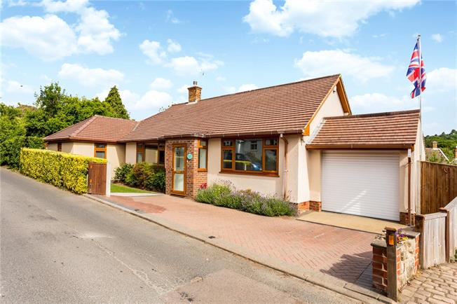 Asking Price £650,000, 3 Bedroom Bungalow For Sale in Weald, TN14