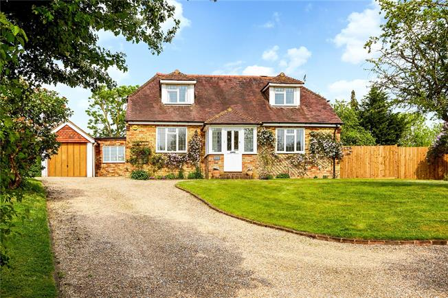 Guide Price £875,000, 4 Bedroom Detached House For Sale in Chipstead, TN13