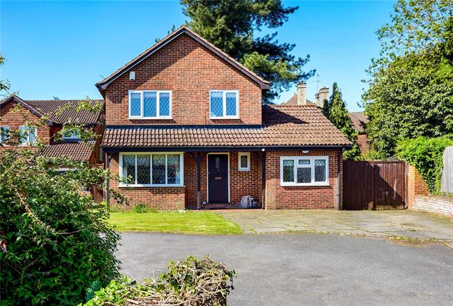 Guide Price £600,000, 4 Bedroom Detached House For Sale in Dunton Green, TN13
