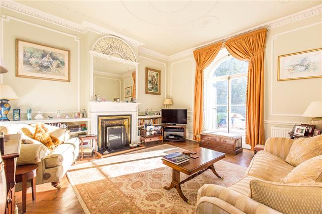 Guide Price £597,500, 2 Bedroom Flat For Sale in Westerham, TN16