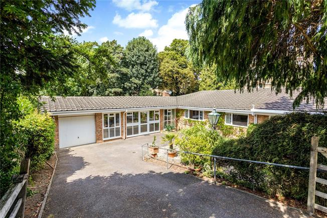 Guide Price £1,100,000, 3 Bedroom Detached House For Sale in Sevenoaks, TN13