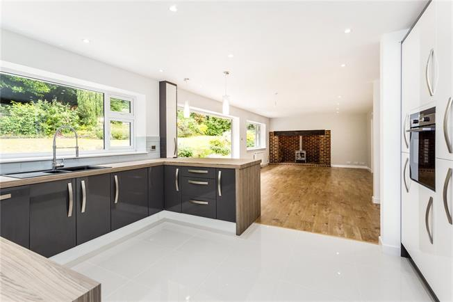 Guide Price £650,000, 4 Bedroom Detached House For Sale in Sevenoaks, TN15