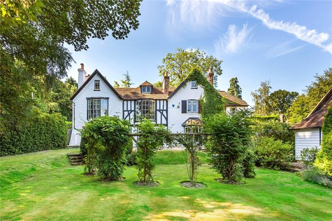 Guide Price £1,750,000, 6 Bedroom Detached House For Sale in Sevenoaks, TN15