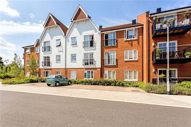 Asking Price £250,000, 1 Bedroom Flat For Sale in Dunton Green, TN14