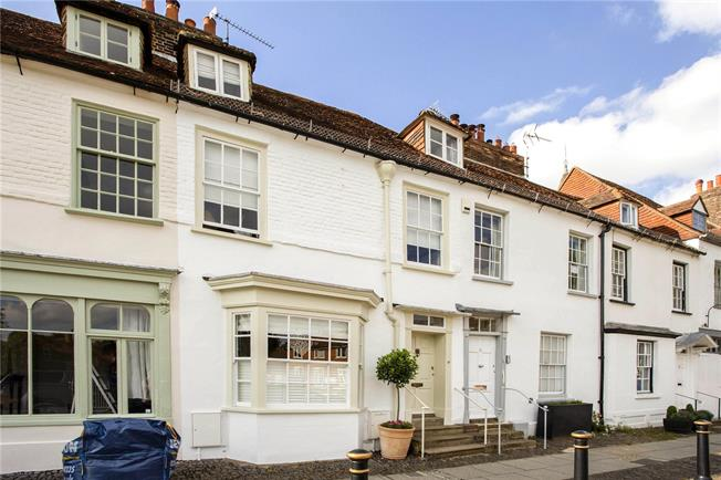 Guide Price £850,000, 3 Bedroom House For Sale in Westerham, TN16