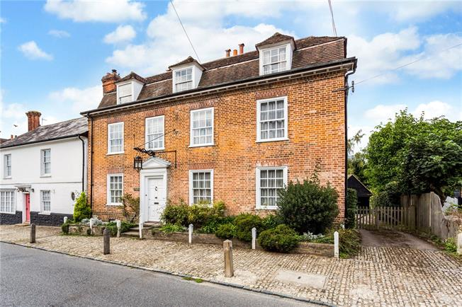 Guide Price £1,000,000, 5 Bedroom House For Sale in Chipstead, TN13