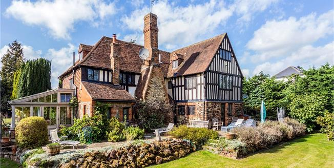 Guide Price £820,000, 5 Bedroom Detached House For Sale in Borough Green, TN15